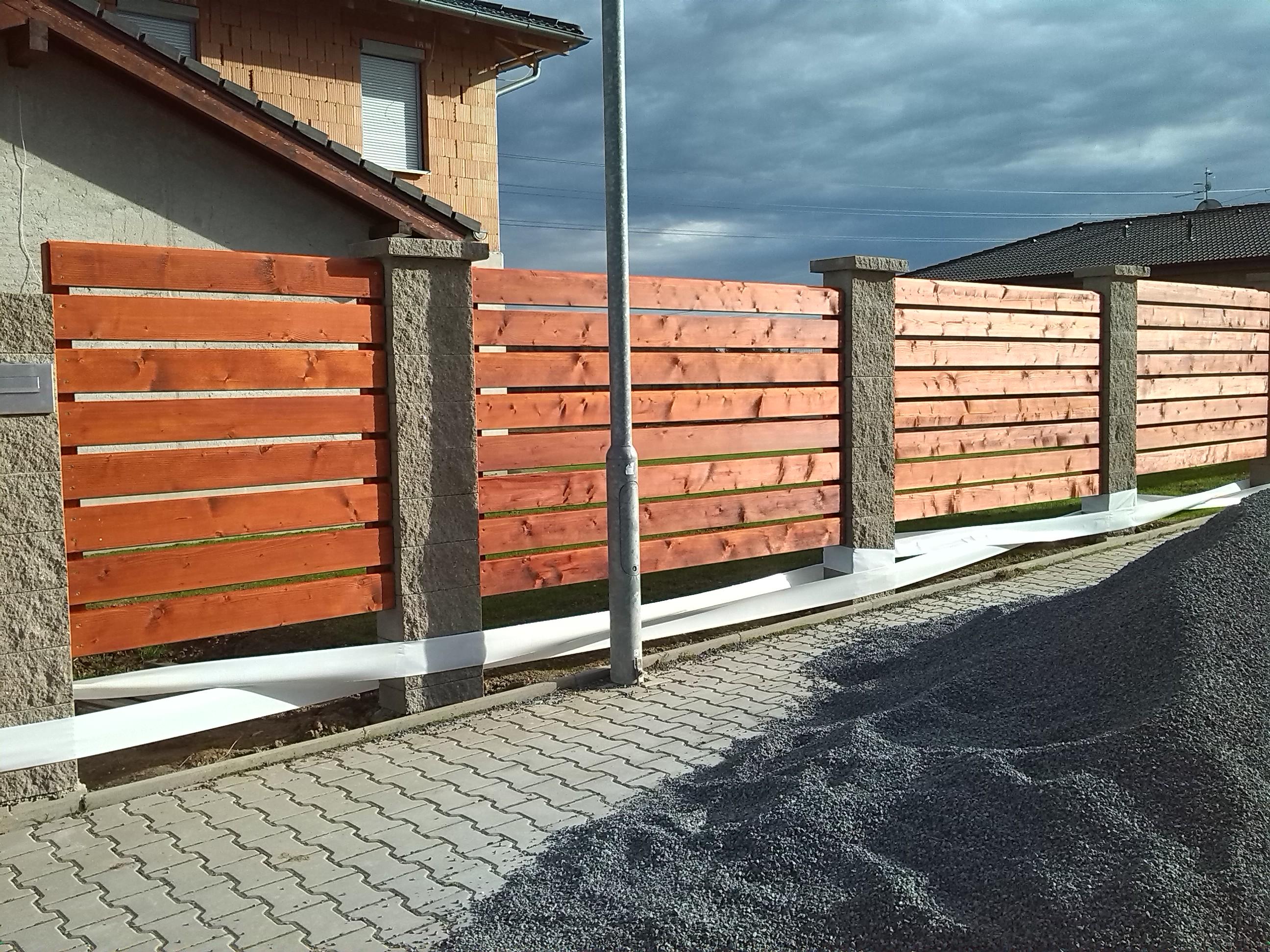 Dřevěný plot cena